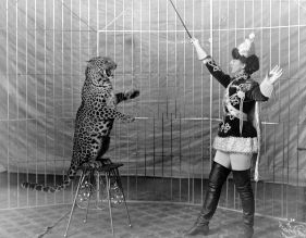 1200px-Female_animal_trainer_and_leopard,_c1906
